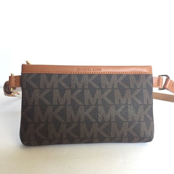 0fd2dfa223622 Michael Kors MK Signature Belt Wallet Fanny Pack M